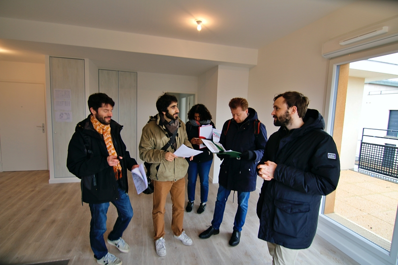 Visite d'un logement par les collaborateurs de GPA avec les conseillers du CAUE.