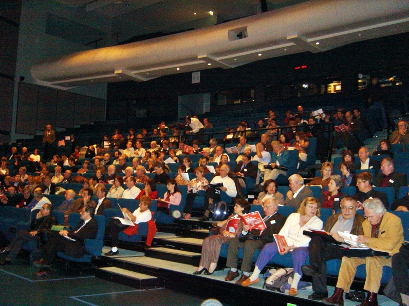 Plus de 300 personnes participent a ce colloque au Génocentre d'Évry