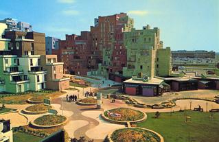 Carte postale promotionnelle d'Evry dans les années 1970, avec le square du Dragon. Visite du 20 octobre 2019.
