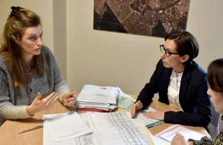 L'architecte conseiller et l'instructeur dialoguent directement avec le pétitionnaire pour répondre au mieux aux contraintes du projet.