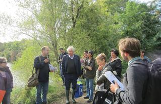 Débat sur les valeurs de la biodiversité autour du lac Montalbot.