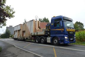 Transport en camion des éléments construit en atelier.